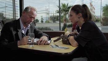Episodio 2 (TTemporada 1) de The Booth at the End
